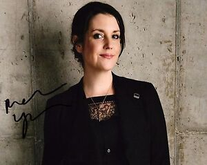 GFA-Two-and-a-Half-Men-MELANIE-LYNSKEY-Signed-8x10-Photo-PROOF-AD4-COA