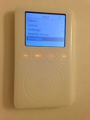 Good Condition Apple iPod classic 3rd Generation White 20 GB M9244LL A1040