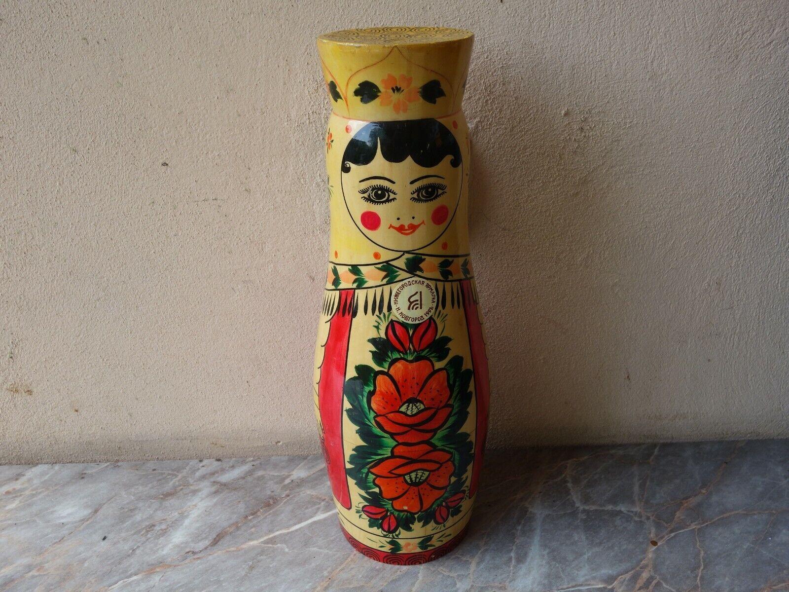 Vintage Rare Russe en bois peint à la main Porte-bouteille de vodka, vin Matriochka poupée