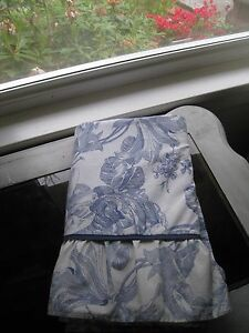 WAVERLY BLUE & WHITE FLORAL TWIN FLAT SHEET WITH TRIM & RUFFLE #225