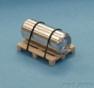 Pallet-w-Industrial-Air-Tank-Aluminum-O-Scale-101-0028