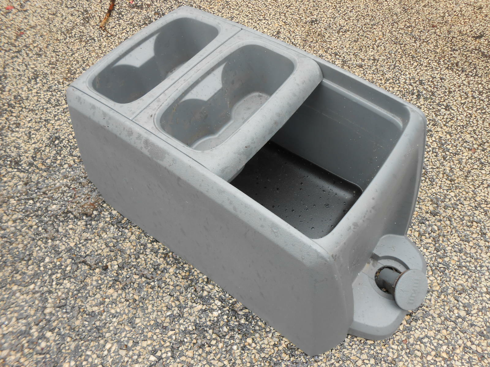 Very Impressive portraiture of  DODGE CARAVAN CHRYSLER TOWN COUNTRY CENTER CONSOLE VAN GRAY CUP HOLDER with #806B4B color and 1600x1200 pixels