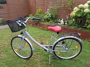 Damen-City-Bike-mit-Korb-von-Conquest-wenig-gebraucht-3-Gaenge
