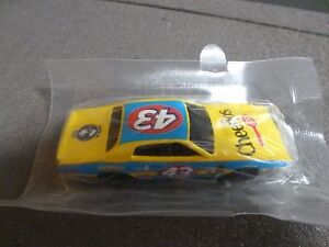 NEW-SALUTE-TO-PETTY-43-CHEERIOS-BETTY-CROCKER-HOT-WHEELS-74-DODGE-CHARGER-1-64