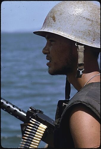 OVER 400 VIETNAM WAR IMAGES ON CD ROM