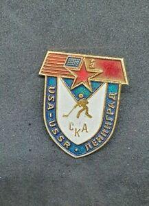 IIHF-ICE-HOCKEY-USA-USSR-1970er-Pin-Badge-official