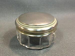 Ancien petit pot à pommade de toilette en verre à facettes et couvercle en métal