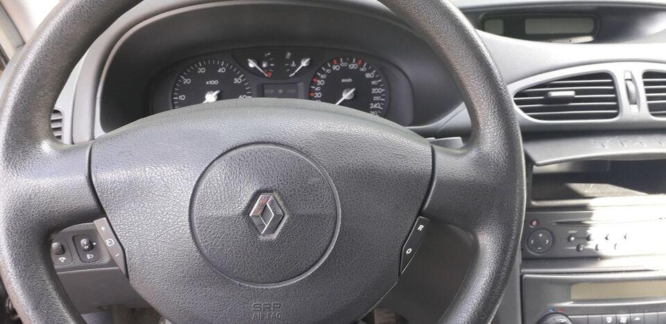 Renault Laguna II 1,8 Authentique Benzin modelår 2004 km