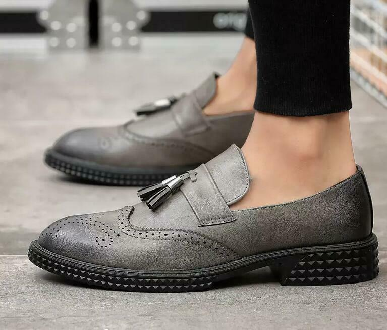 2019 England Mens Tassel Retro Carved Slip On Casual shoes Dress shoes Oxfords