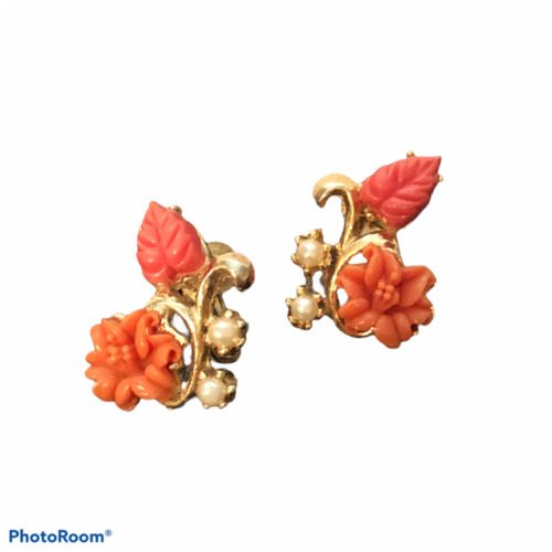 1940s Cultra 14kt gold filled leaves and carved celluloid flower dainty retro rockabilly feminine small delicate screw back earrings