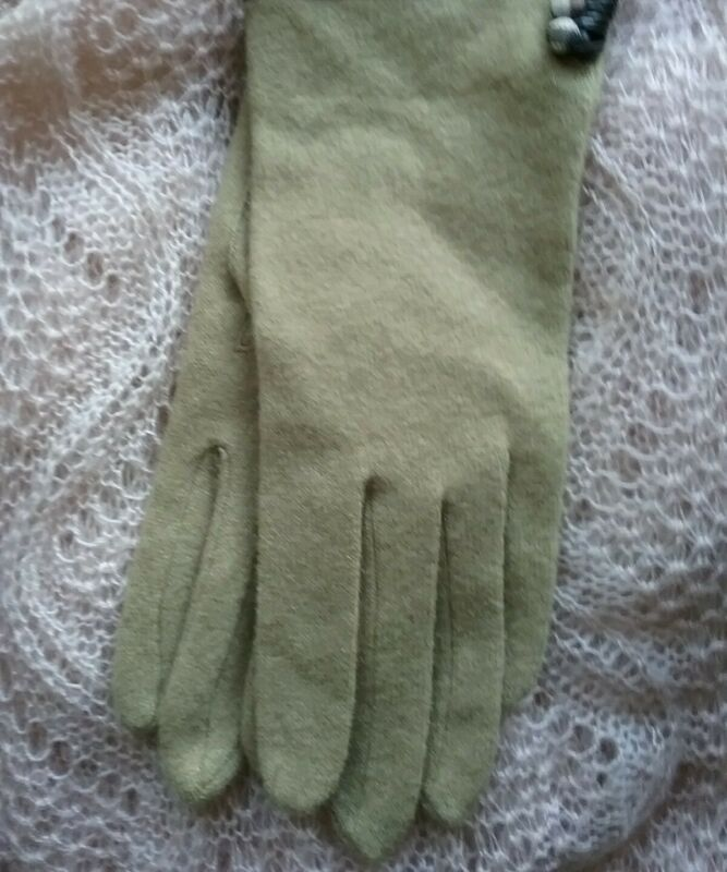 Nwot Dillard's A Touch Of Cashmere Gloves One Size Tan Providing Amenities For The People; Making Life Easier For The Population
