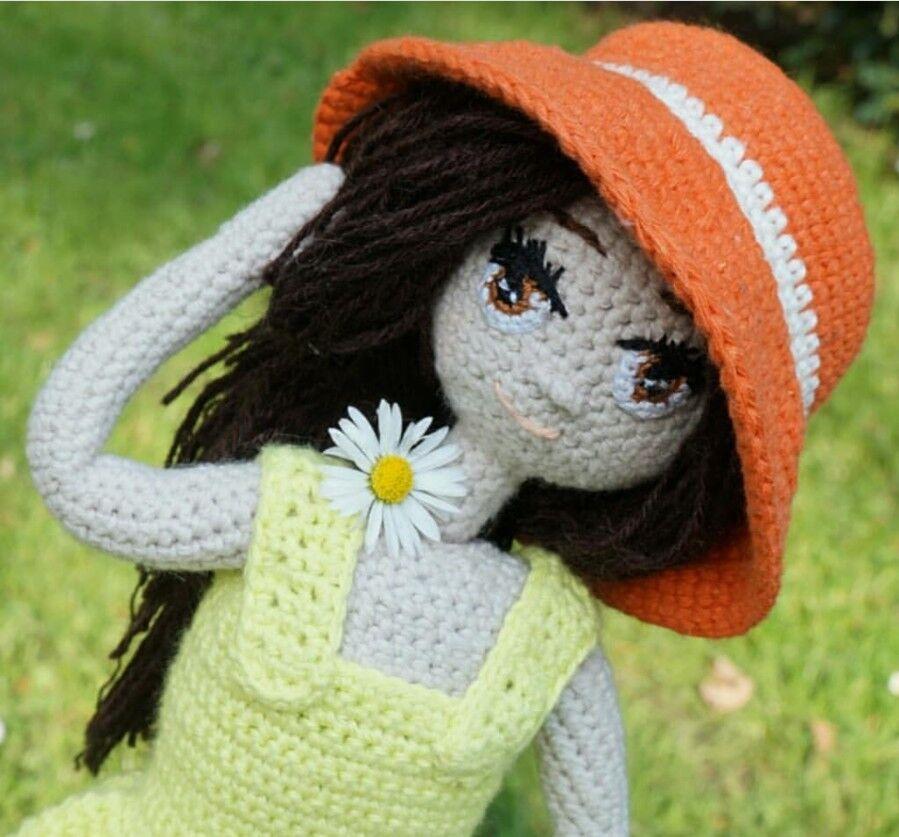 Amigurumi Puppe Dina Handarbeit gehäkelt Geschenk  ca. 34 cm