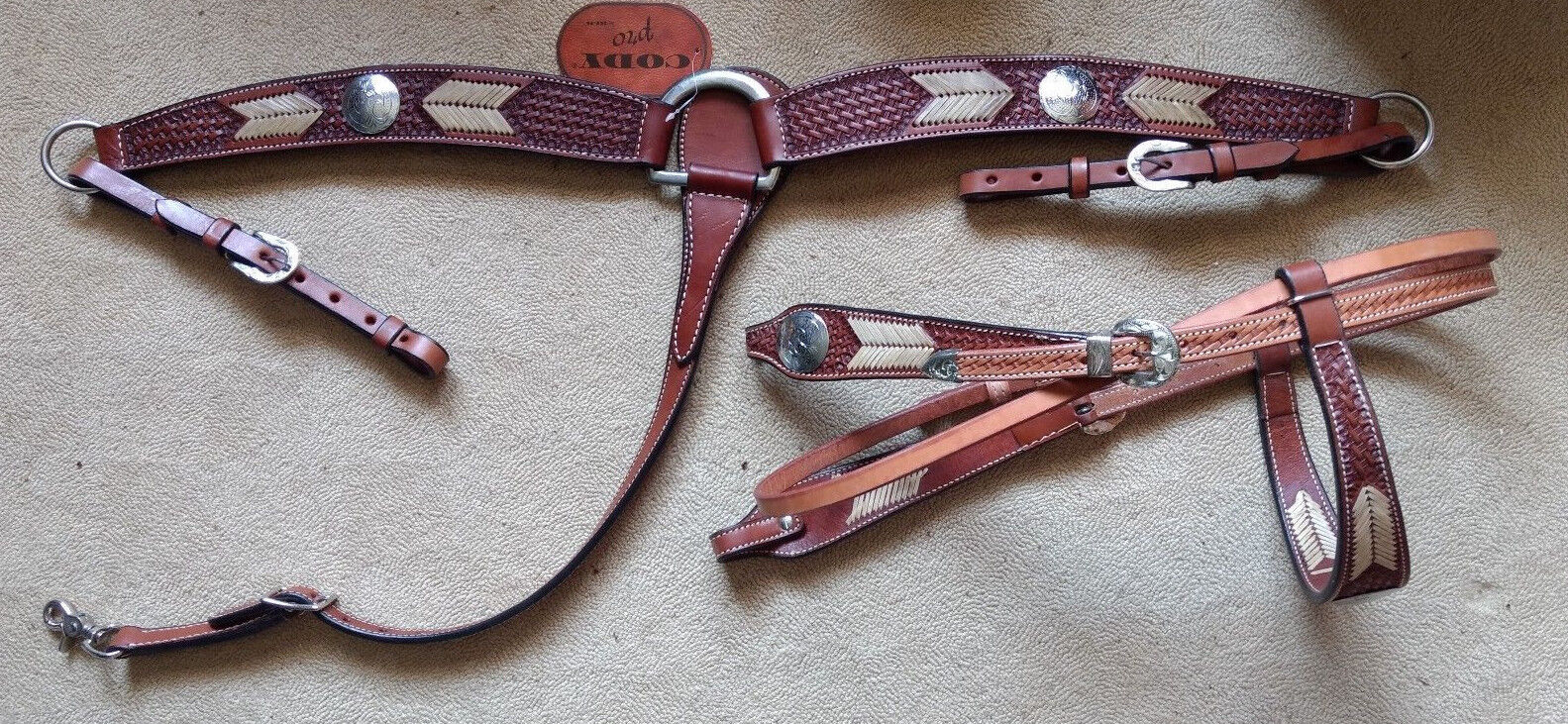 New Cody Pro Breast Collar and Bridle Set Basket Tooled Rawhide Laced Arrow Show