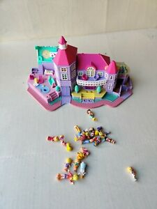 Vtg-1994-Bluebird-Polly-Pocket-Magical-Mansion-Pollyville-with-18-figurines