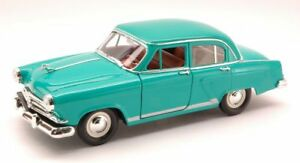 Gaz 21 (russian Car) 1957 Green 1:24 Model LUCKY DIE CAST