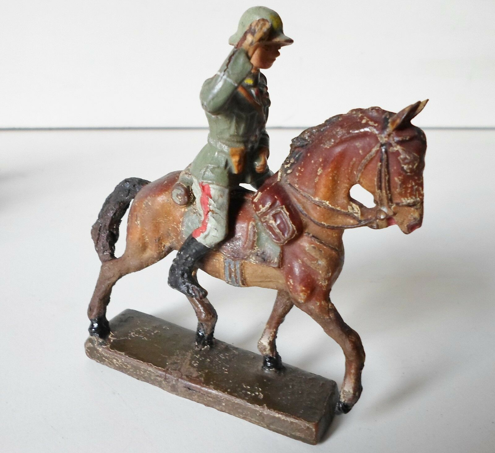 ELASTOLIN LINEOL german wehrmacht saluting decorated officer on horse
