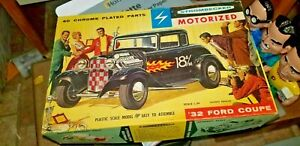 Vintage-Strombecker-1932-Ford-coupe-Motorized-in-Box-1-24-scale