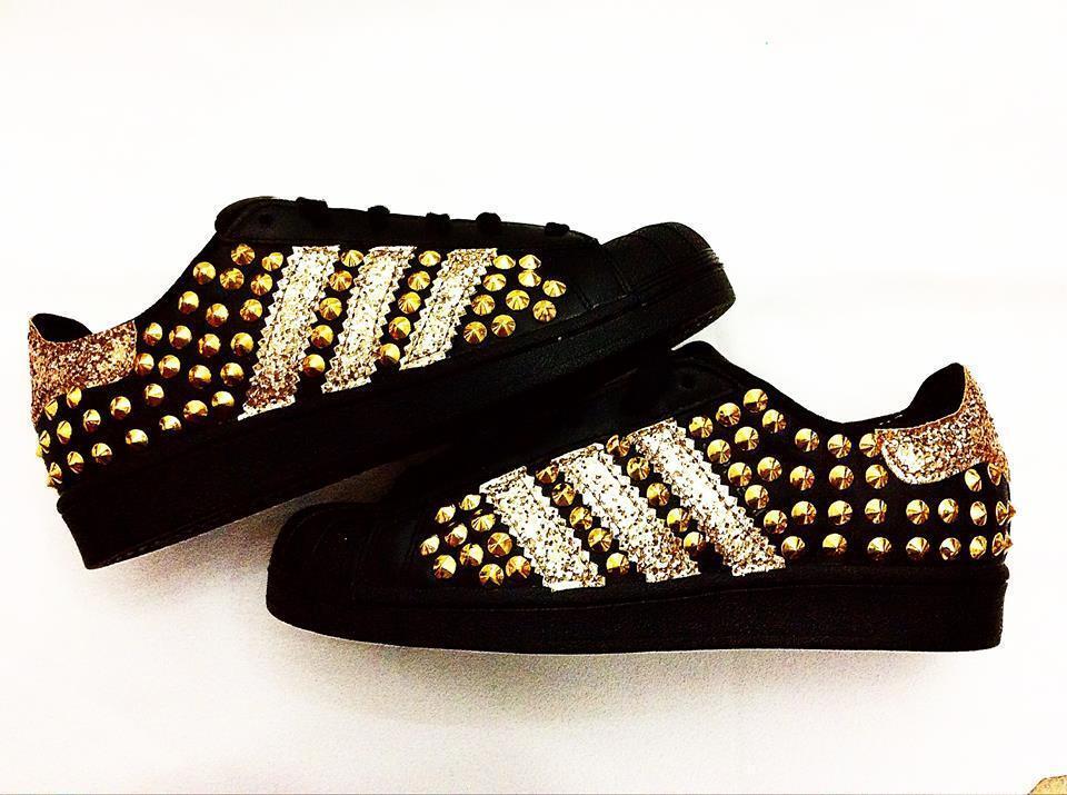 Scarpe adidas superstar borchie con glitter oro e borchie superstar oro d6f27f