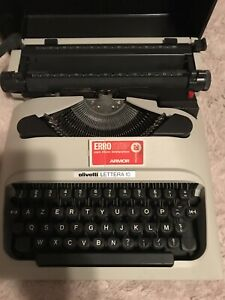 Machine has writing olivetti lettera 10