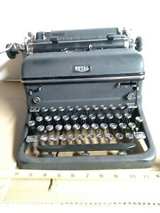Vintage 1941 ROYAL KMM 2702979 TYPEWRITER MAGIC MARGIN w/cover, Working