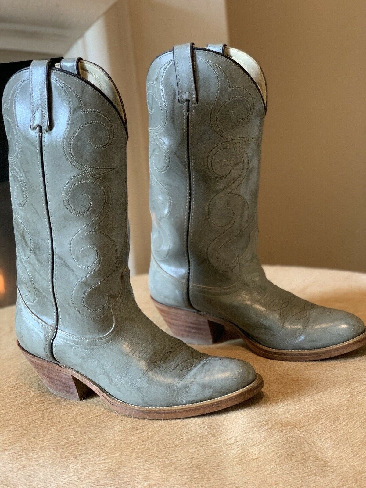 Men's ACME (Style 4615) Grey Cowboy Boots, 10D. CHECK OUT THE HEELS!!