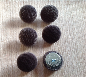 Gris Chenille Velours 36L//23mm charbon de bois recouvert de tissu boutons recouverts Craft