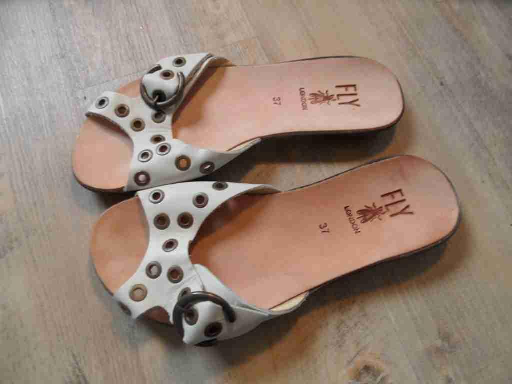 FLY LONDON stylische Sandaletten mit Nieten white Gr. 37 TOP  ZC1116