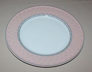 Lot-of-4-Cravat-Mikasa-Dinner-Plates-Coral-Pink-with-Gray-Leaves-on-Band