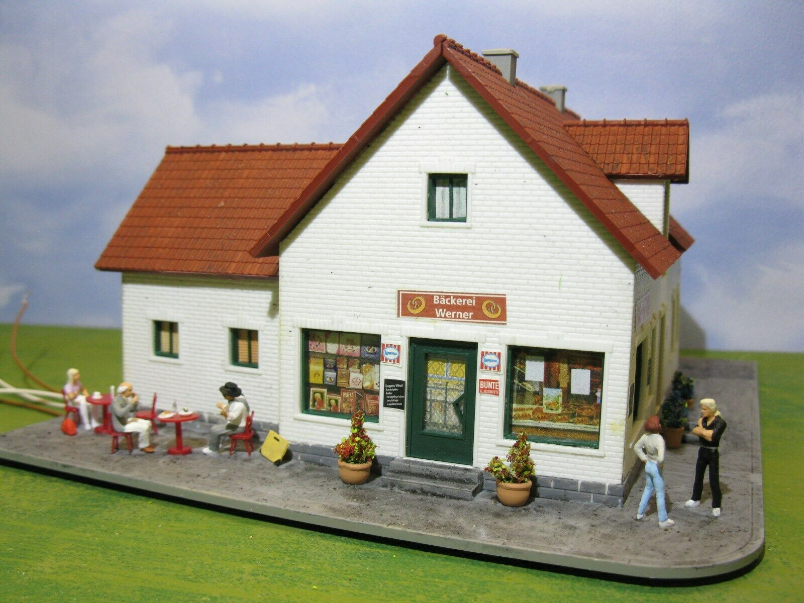 House, Bakery Top aged patina & LED Light Diorama H0 1 87