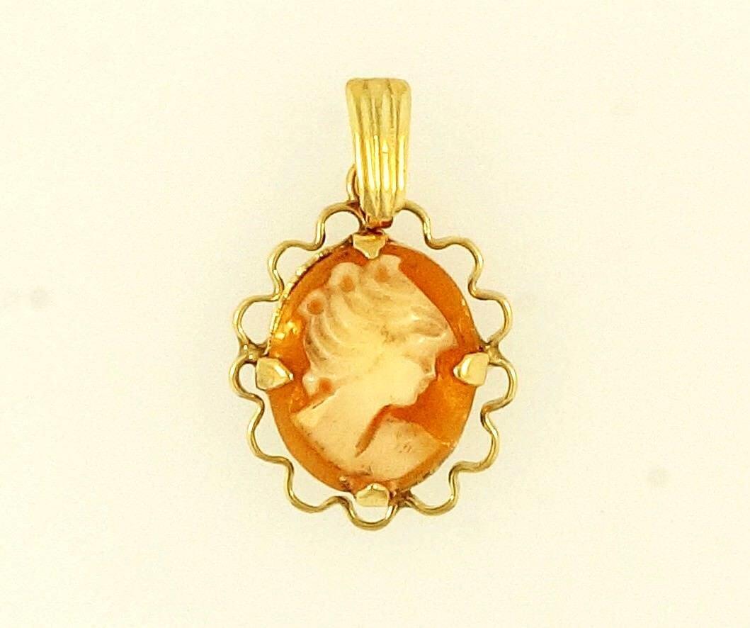 9Carat Yellow gold Cameo Pendant (13x15mm)