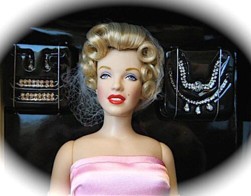 Franklin Mint MARILYN MONROE VINYL DOLL IN PINK & BLACK