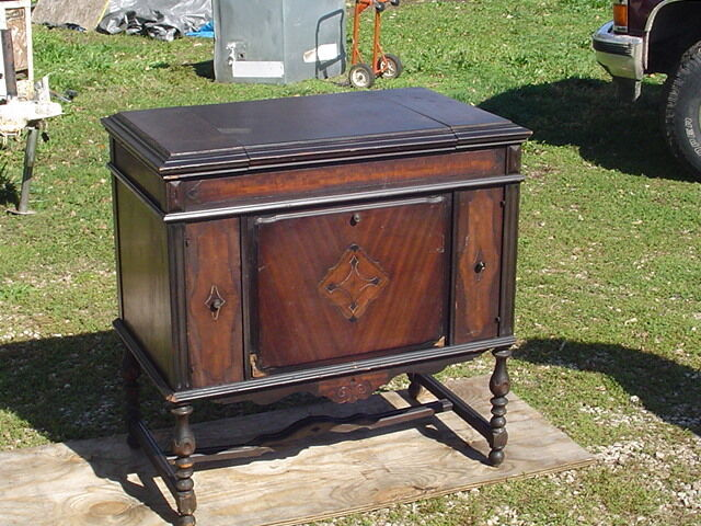 Charmant *LPU*** Antique SONORA PHONOGRAPH Hand Crank Record Player Wood Console  Cabinet
