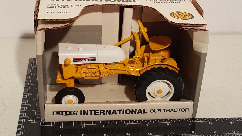 Ertl CUB Internacional 1 16 Die-cast Metal Tractor réplica Coleccionable