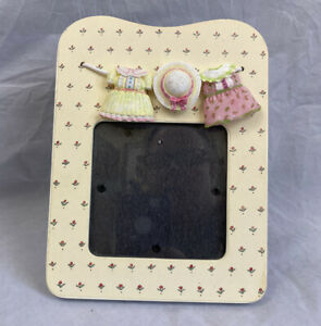 Burnes-Of-Boston-Photo-Frame-3D-Resin-Baby-Girl-Clothes-Line-Dresses-Baby-Gift