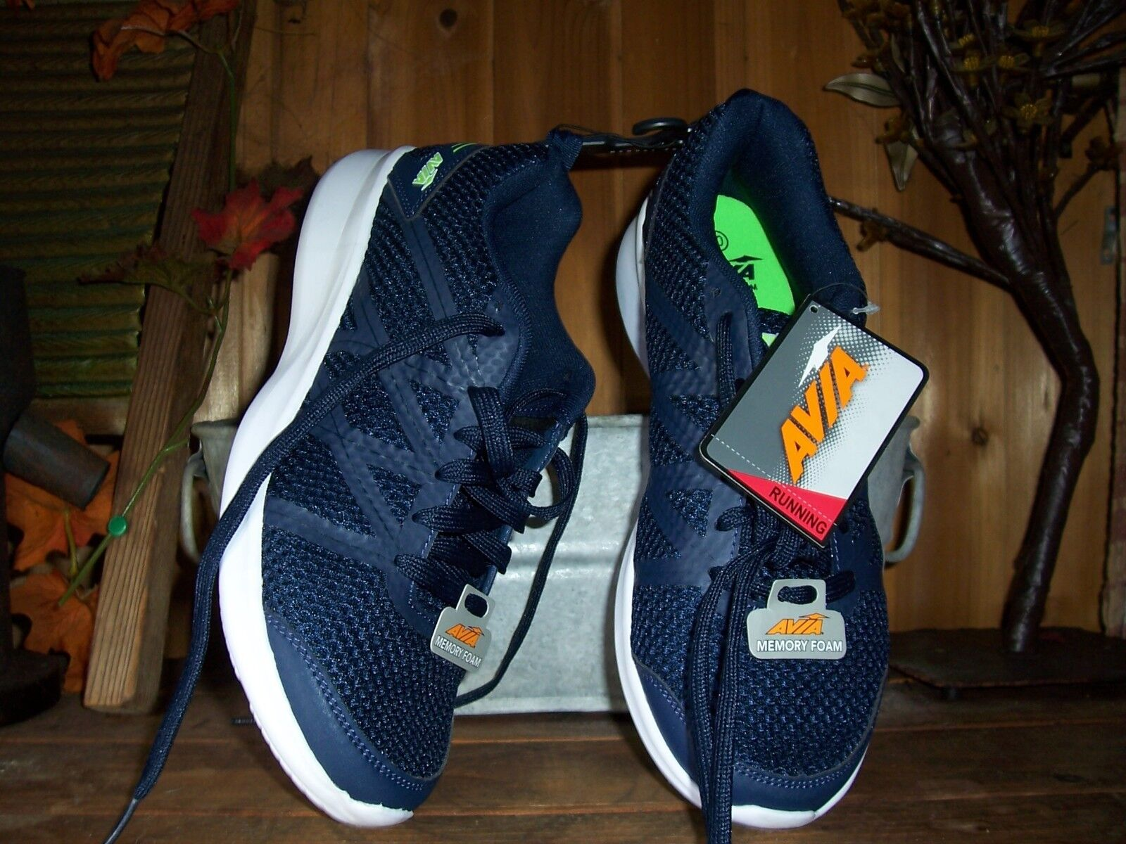 AVIA MENS RUNNING SHOES SIZE 7.5 COLOR blueE MENS ATHLETIC CASUAL MEMORY FOAM NEW