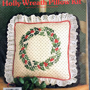 1984-Yours-Truly-Stencil-Kit-7815-Holly-Wreath-Pillow-Kit-Christmas-Decorate