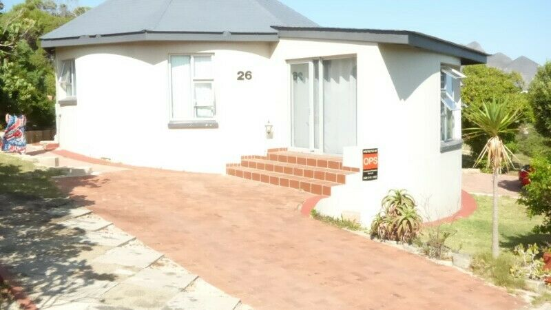 Chalet two bedroom at Meerensee, 10 km from Hermanus next to the beach and Botriver nature reserve