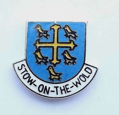 ENAMEL LAPEL PIN BADGE GLOUCESTERSHIRE STOW-ON-THE-WOLD
