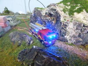 Échelle de pompe Scania à l'échelle 1/76 avec éclairage d'urgence fonctionnant