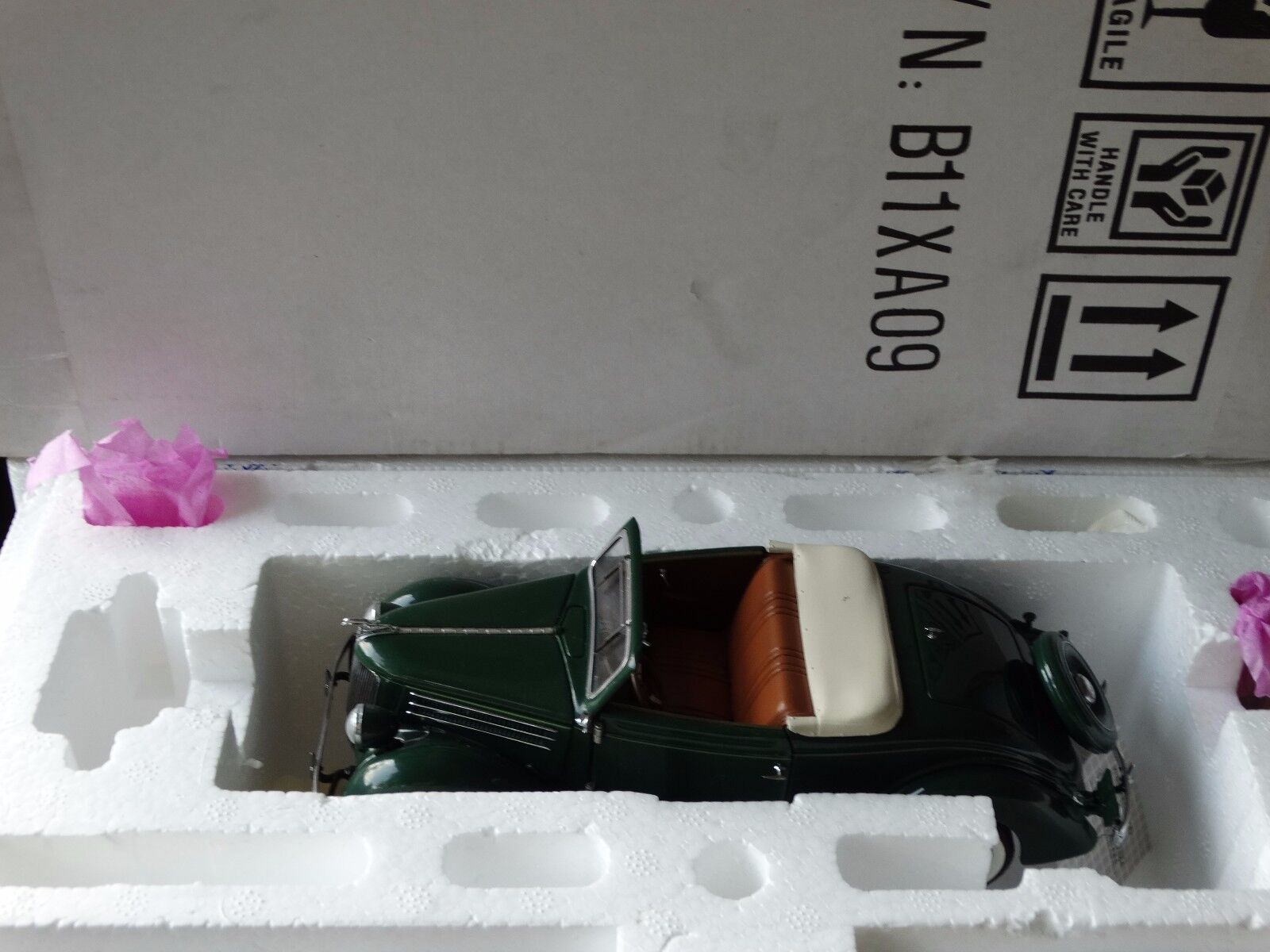 Franklin Mint 1936 Ford Deluxe Cabriolet V-8 1 1 1 24 Scale Diecast Green Model Car e27561