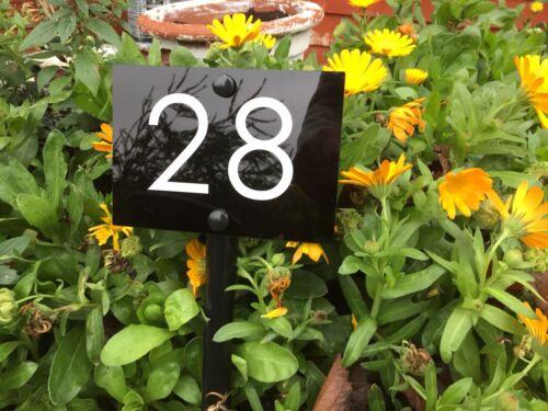 Maison Numéro personnalisé baignoir affectent Jardin Pelouse Chemin herbe frontière.