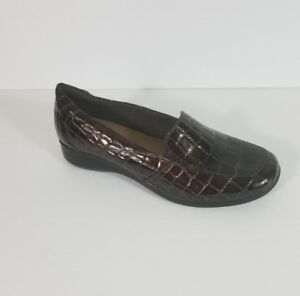 Clarks-Brown-Crocodile-Print-Patent-Leather-Slip-On-Loafers-Womens-Shoes-9-5