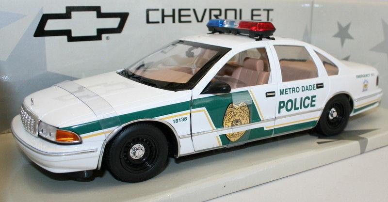 UT Models 1 18 Diecast Car 21024 - Chevrolet Caprice Metro Dade Police Car