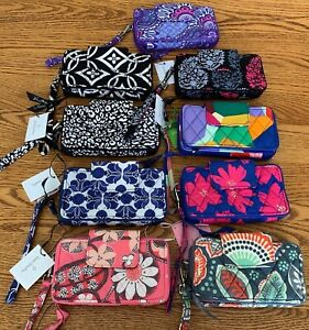 Vera-Bradley-Smartphone-Wristlet-for-iPhone-6-iPhone-7-iPhone-8-clutch-wallet
