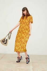 cherrie424: NWT Zara Floral Pleated Maxi Dress