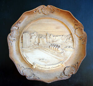 """Carved Figures Impartial Vintage Vancouver Canada Hand Carved Wooden Souvenir Plate Wall Hanging 9"""" Complete Range Of Articles"""