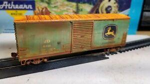Athearn-HO-scale-John-Deere-40-039-Weathered-boxcar-Railbox-metal-wheels-rtr