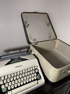 Vintage Typewriter - Olympia SM9 De Luxe W/ Original Case - Very Good