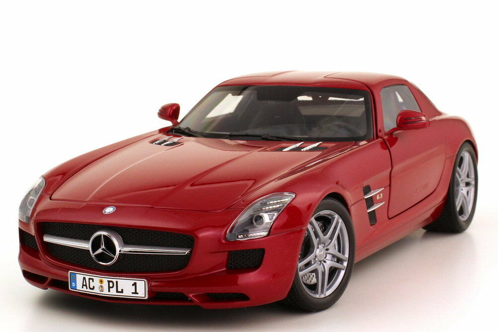 1 18 Mercedes-Benz SLS AMG c197 Le-Mans-Rosso rosso Metallico-Minichamps 100039020