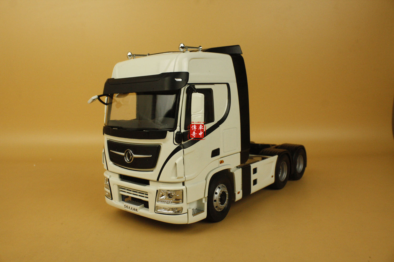 1 24 Cina CAMION DF DONGFENG tianlungo TrattoreTrattore Camion modellololo di Coloreeee bianco